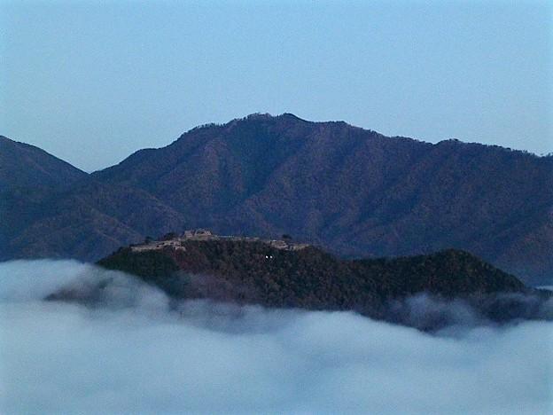 早朝の竹田城跡と雲海
