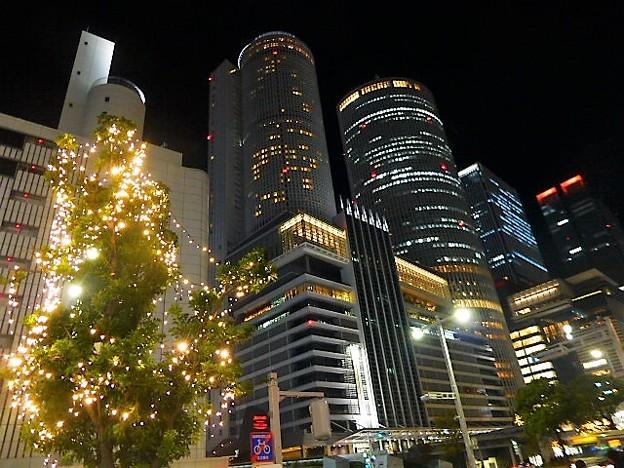 写真: 名古屋駅前のイルミネーション