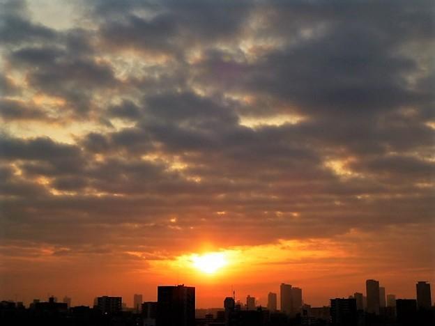 写真: 大阪の朝日