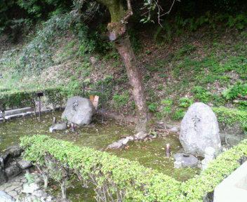 谷崎夫妻の墓碑