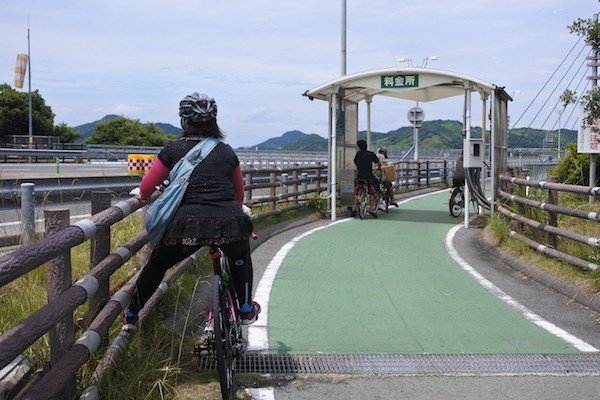 本来は自転車も有料ですが、今は無料で走れます。
