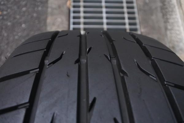 2016年製造のまだ溝がかなり残っているタイヤ付き
