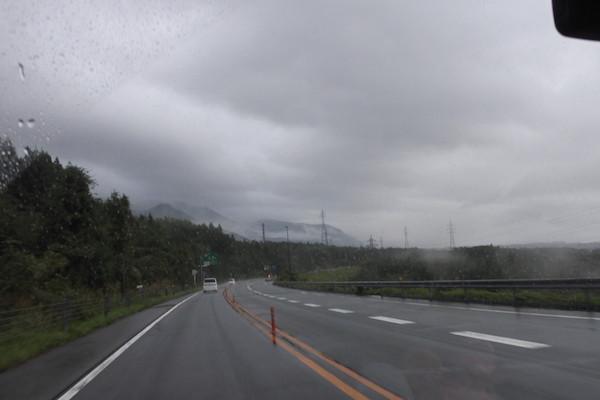 小雨が降る中、琵琶湖西岸を北上