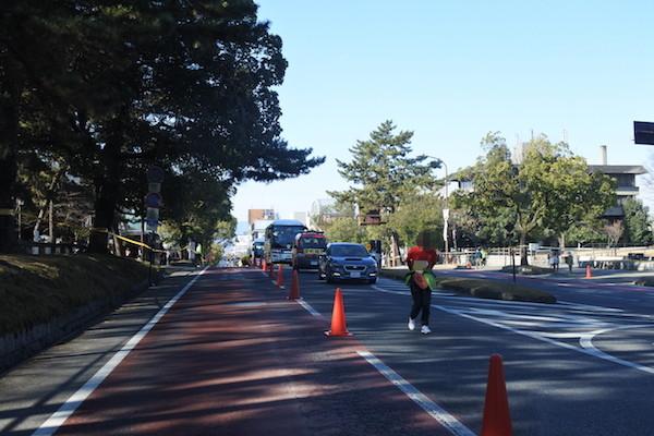 奈良公園付近はマラソンコース。ガンバレ!