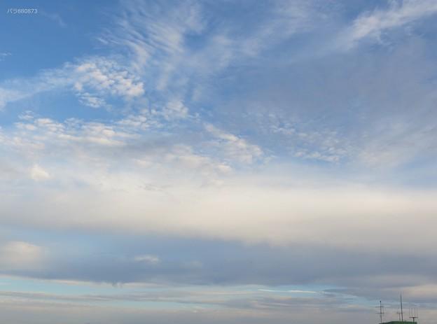 明るく撮れた夕方の空。