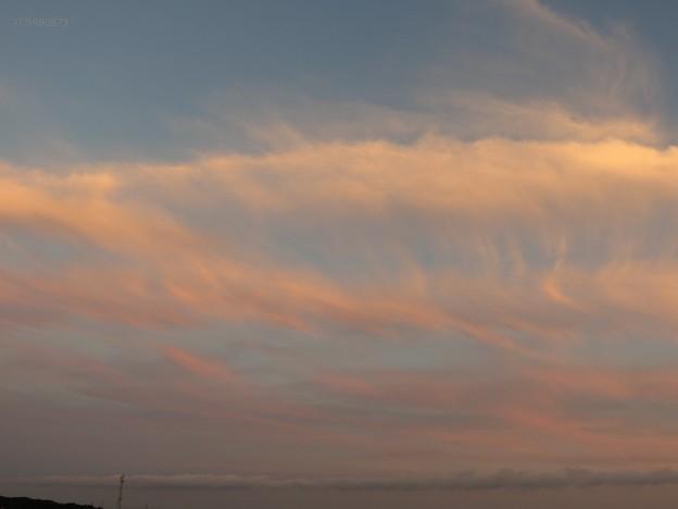 南の空に見られた夕焼雲
