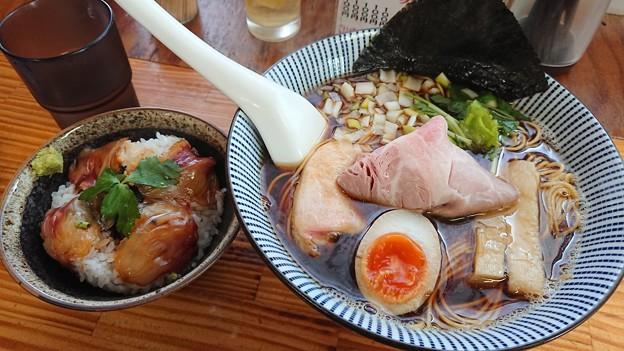 中華そば よしかわ 黒醤油大盛 真鯛ご飯