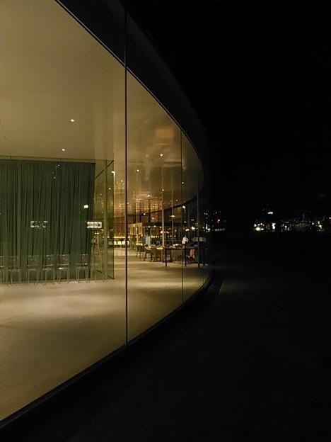 #金沢観光 21世紀美術館の建物自体はさりげに22時閉館ですよ